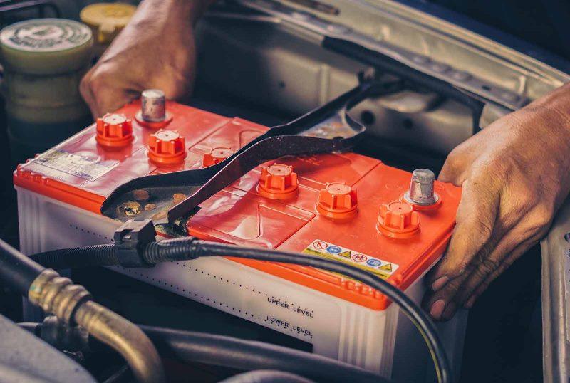 چه قسمتهایی از خودرو مستقیما با باتری کار میکنند؟